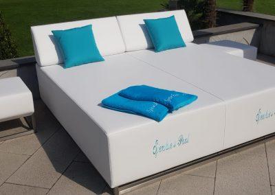 Lounge Liege mit Sitzfunktion.